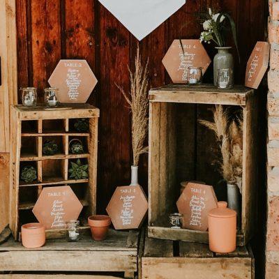 Un mariage folk et terracotta dans une scierie